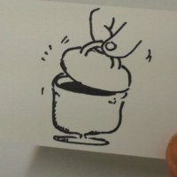 """コーヒーカップに""""ふた""""が被さっている。こだわり+ワクワクづくりの仕掛けだ。"""
